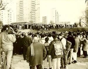 Solidaridad de los vecinos ante el primer desahucio en Badía