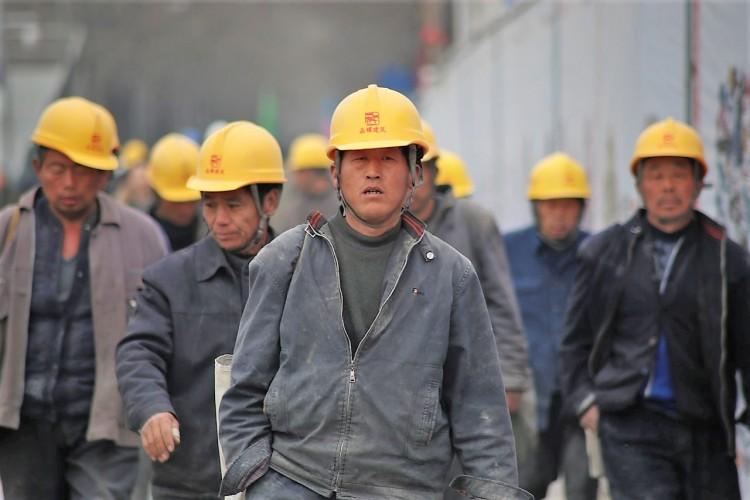 trabajadores-de-fábrica-MarkoLovric-Pixabay